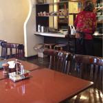 ラ・ファミーユ - 清潔でゆったりとしたテーブル席