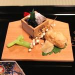瓢亭 - 先付 (お稲荷さん、揚げ稲穂、黒豆、〆鰯(おから)、ちしゃとう) (2015/01)