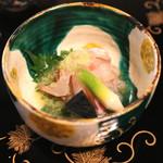瓢亭 - 昆布〆の鯛に割下で溶いた山葵を入れて (2015/01)