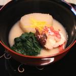 瓢亭 - 炊合せ (扇面蕪と伊勢海老の具足煮 白味噌仕立て) (2015/01)