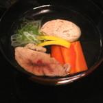 瓢亭 - 煮物椀 (鴨肉 と 鴨真薯) (2015/01)