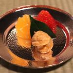 瓢亭 - 水物 (苺 と せとか(蜜柑)、プティ シュークリーム(洋梨のコンポートと鼈甲生姜) (2015/01)
