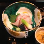 瓢亭 - 向付 (細切りにした昆布〆の鯛) (2015/01)