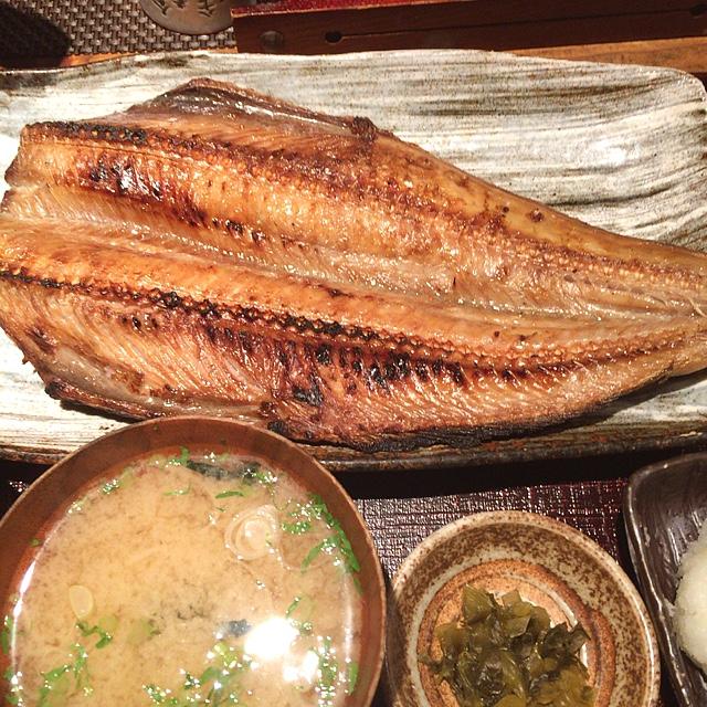越後屋八十吉 - しまほっけの干物、一尾です。特大です。魚でお腹いっぱい。ご馳走様でした。