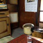 龍亭 - 部屋にはご飯とカレーが置いてあります