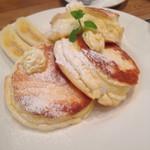 88tees CAFE - リコッタチーズのふわっふわパンケーキ(^∇^)                             一枚、チビ娘にサービスいただきました(^∇^)