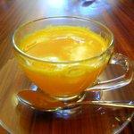 元町カフェ - みかんとカリンのジュース(ホット)