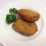ザ アルバ イン アンド キッチン - コロッケ、カレーとビーフがありました。両方とも110円でジャガイモが柔らかい!くせになる