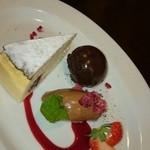 34791328 - チーズケーキ。 このチョコアイスが絶妙