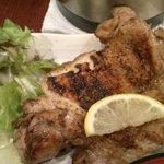鳥一代 - 地鶏の一枚焼き(添付の鋏で切って食べます)