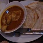 モンスーンカフェ - 骨付き鶏もも肉のマレーシアンカレー