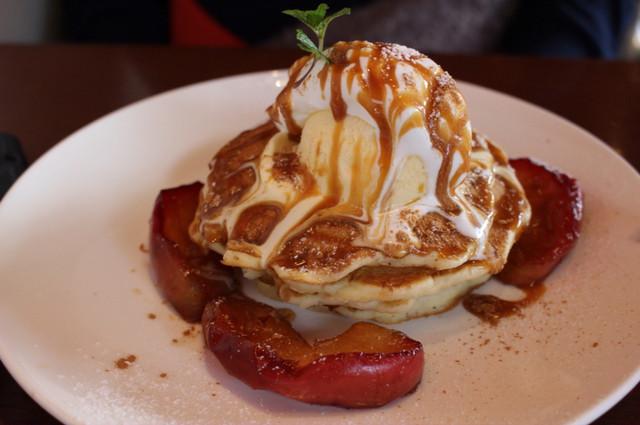 feal - パンケーキ キャラメルリンゴ