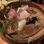 魚料理 ろっこん - お刺身盛り合わせ。1,800円。7種類。