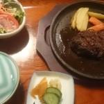 34801871 - 牛挽ステーキ 肉肉しいハンバーグだったそう^^