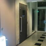 34807430 - お店のドアです。