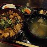 おんどりめんどり - 料理写真:おん鶏丼750円