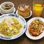 ・ずわい蟹とレタスの炒飯 ・油淋鶏