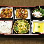 ・四川風麻婆豆腐 ・海老のマヨネーズ炒め