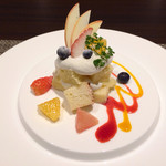 34810608 - シフォン生地の苺ショートケーキ