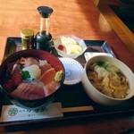 割烹かなめ - 料理写真:海鮮丼+うどん。ランチメニューです。860円位。