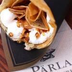 PARLA - キャラメルとナッツのクレープ