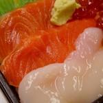 千春鮨 - 三色丼