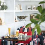 サンクス オンザ テーブル. - さらに奥に進むと豪華なソファのお席。ここは御予約必至ですね♪