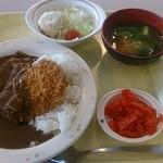 港区役所 レストランポート - カツカレー500円とミニサラダ80円