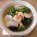 隆蓮 - 具がごろごろ入った、不老海鮮麺。