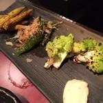 博多地鶏ともつ鍋専門店 三日月 - 炭火野菜盛合わせ♪