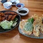 34833309 - イカと白身魚のフライとウツボの天ぷら