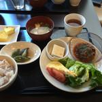 地産地消・美と健康 ルミエール - ・日替わりおばんざい定食(¥800)→メイン:ハーブ牛の牛100%ハンバーグ(手作りデミグラスソース)