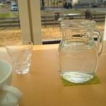 カフェ ド ロウ - 水差しもかわいい