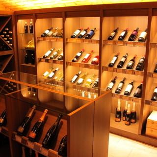 自社輸入を中心にワインの販売も致しております。