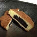 34835973 - もみじ饅頭の中にたっぷりのチョコが入っています