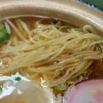 ぼっちり - 麺は中細ストレートでもっちり食感、茹で加減は固めだが時間の経過とともに柔らかく変化します