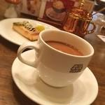 珈琲店トップ - 会社の渋谷部署の目の前のビルの地下で簡単ランチ☆  TOPはタバコも吸えて雰囲気のあるお店でいいです☆  オイスター 広島産牡蠣の燻製オイル漬けをトーストにのせた軽食とトップMIXというブレンドコーヒーにしました。  オイスター、軽食なので満腹には程遠いですが味は非常に幸せな味でした‹‹\( ´꒳`)/››
