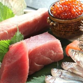 厳選して買い付けする魚介は小樽の市場に出向き地魚を仕入れ!