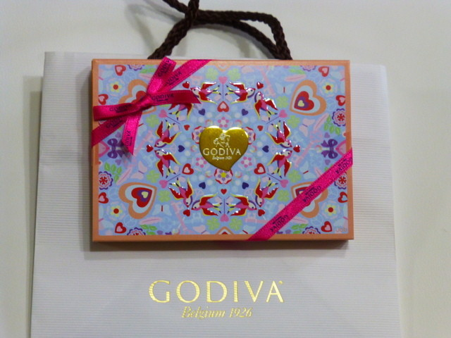 GODIVA Chocolatier 阪急梅田本店 - かわいい箱です!!!