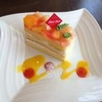 34841739 - 桃のショートケーキ