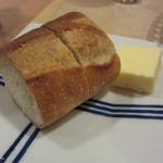 34841972 - 温かいバゲット。たっぷりのバターが嬉しい♪