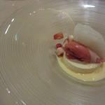 34841982 - 久々に大ヒット!の美味しさのデザート!ホワイトチョコレートのムースに洋酒のシャーベット。