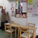 かうべる - 地域の情報も得られる店内