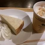 フレッシュネス・バーガー - ジンジャースナップラテSサイズ340円+税と、チーズケーキ270円+税