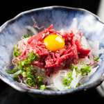 馬桜 - 新鮮な馬刺しを大人気料理のユッケに。
