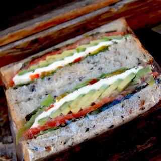 セル・オ・ブレ - 料理写真:サーモン アボカド クリームチーズ サンド