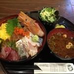 34845298 - 煮穴子1本入り海鮮丼 900円