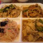 アジアンタワン - パッタイ、春雨の炒め物、竹の子と豚肉、鶏肉の炒め物