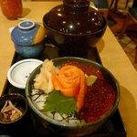 小樽 魚○ - イクラと鮭の親子丼