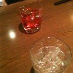 3485231 - 【2010.03撮影時】赤い梅酒と一粒の麦ロック